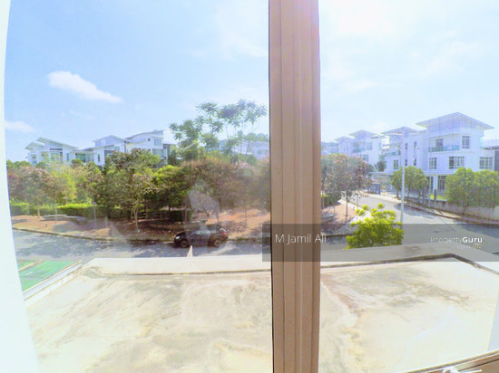 2.5 Sty Semi-D, Sentosa Heights Kajang Junior Master Bedroom Facing Playground 112900859
