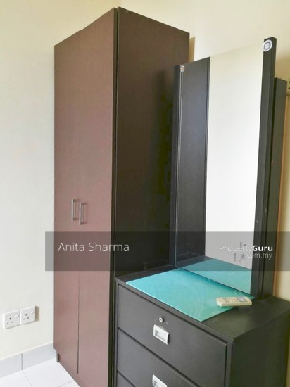 E-Tiara Serviced Apartment Wardrobe 102645935