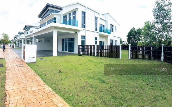 Perdana Lakeview West Corner view 111557525