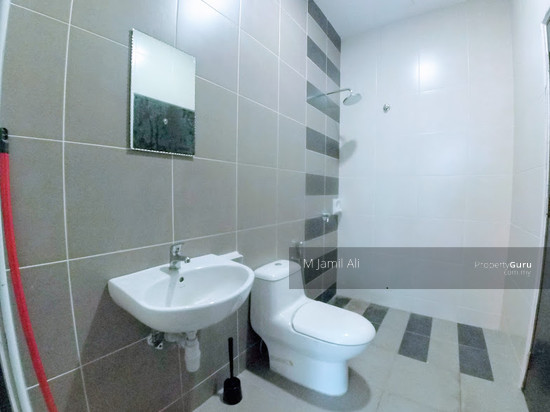 Perdana Lakeview West Bathroom 111557579