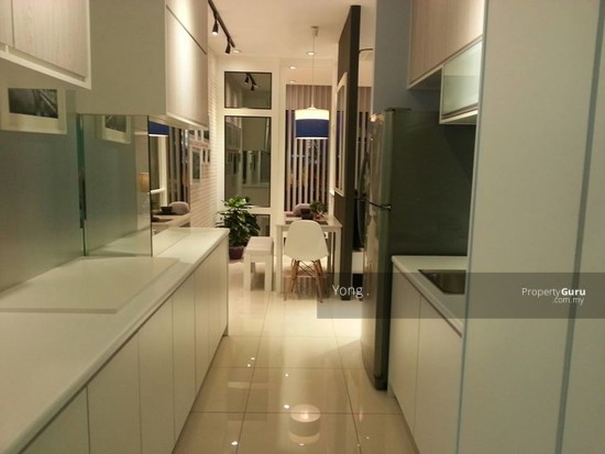 FREEHOLD CONDO , FAMILY CONCEPT ,FREE FURNISHED + CASH BACK  117765734