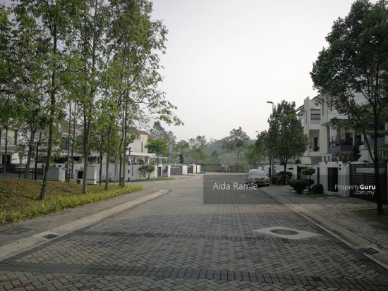 2.5 storey semi-D @ Twin Palms Sg. Long  139069982