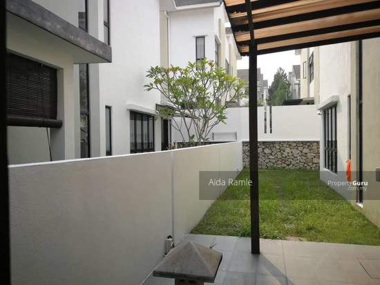 2.5 storey semi-D @ Twin Palms Sg. Long  139070477