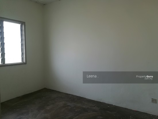 LOW COST FLAT SRI PUTRA BLOCK C  142489762