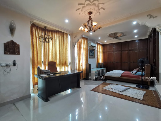 Beautiful Semi-d Bandar Tun Hussein Onn  147395836