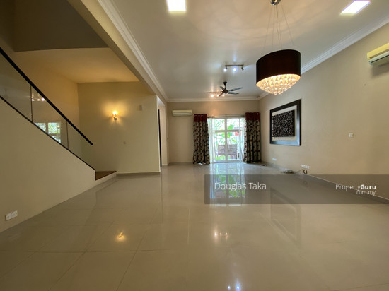 Duta Tropika Living & Dining Area  150832031