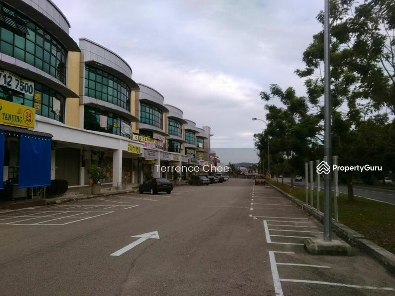 3 storey  shop for sale with ROI 4%,facing main road,@ Taman desa cemerlang #84416408