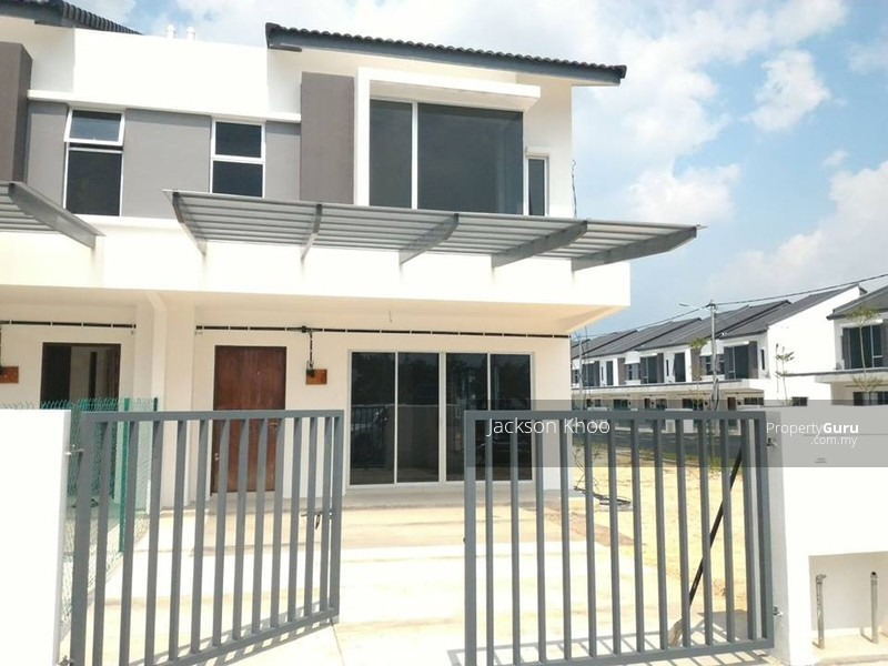 Luxury New Double Storey House With 5 Star Club House Facilities