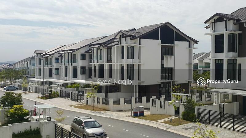 Maple terrace 3 storey superlink house at denai alam for 3 storey terrace house