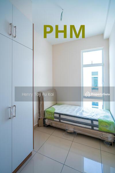 M Condo Larkin Room For Rent