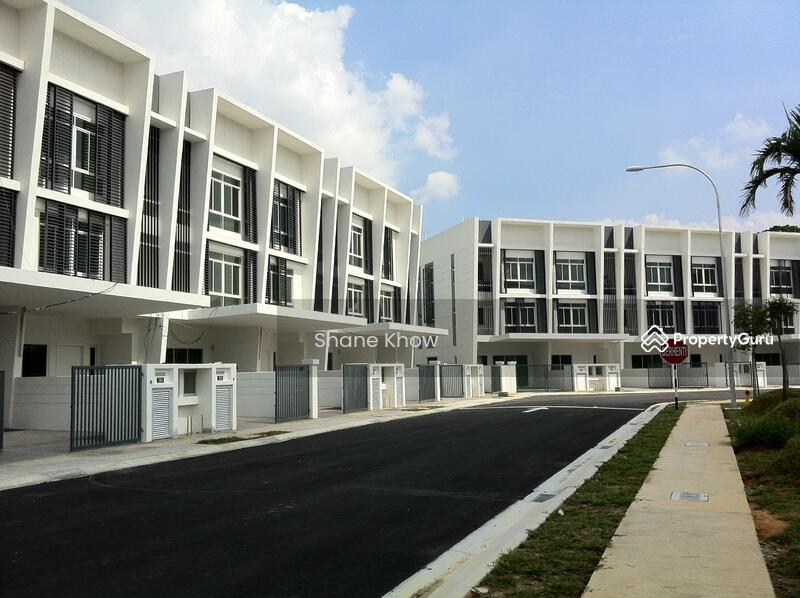 Desiran bayu new 3 storey terrace house sri rampai setapak for 3 storey terrace house for sale