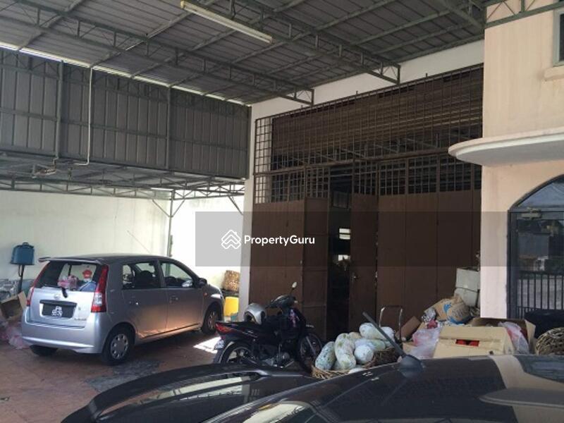 Factory at Kawasan Perindustrian Ringan Bercham #134442082