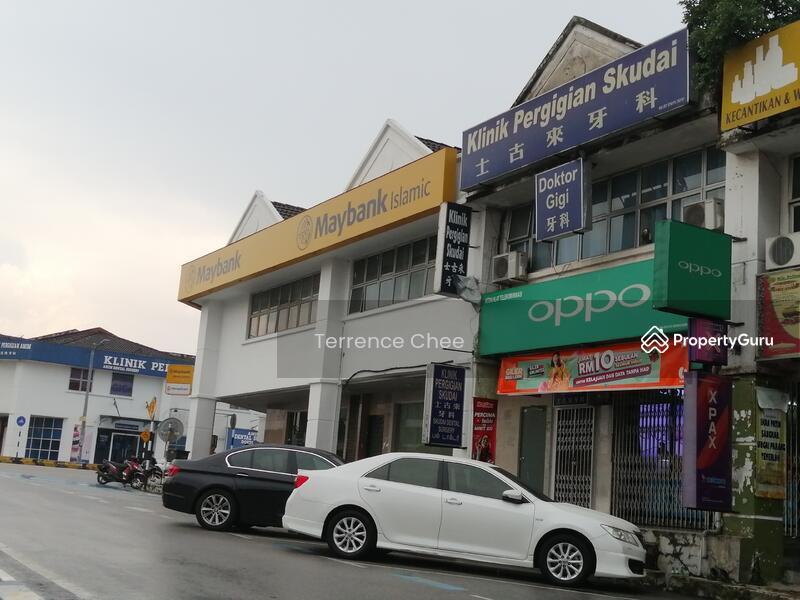 Double storey shop @ facing main road @ taman Universiti #147428490
