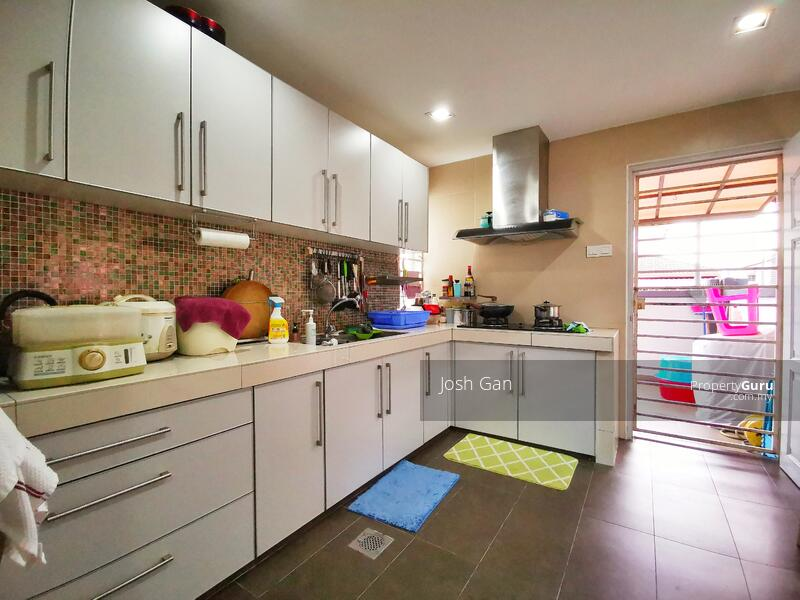 Renovated Double Storey Corner In Damansara Jaya #157631508