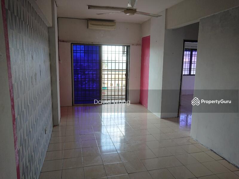Puncak Desa Apartment #158437610