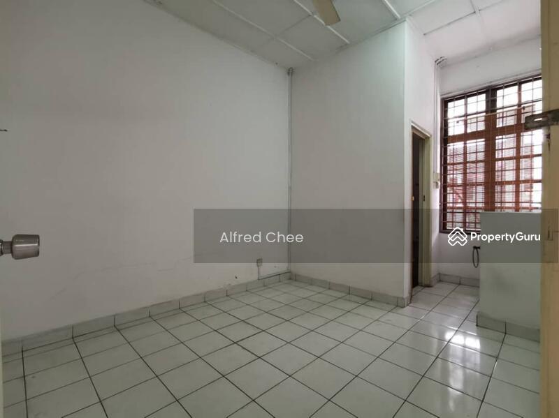 1.5 Storey House at Taman Molek #160353846