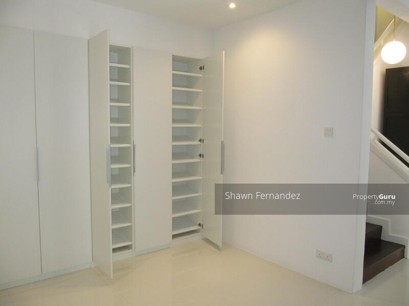 Built-in shoe cabinet at the entrance