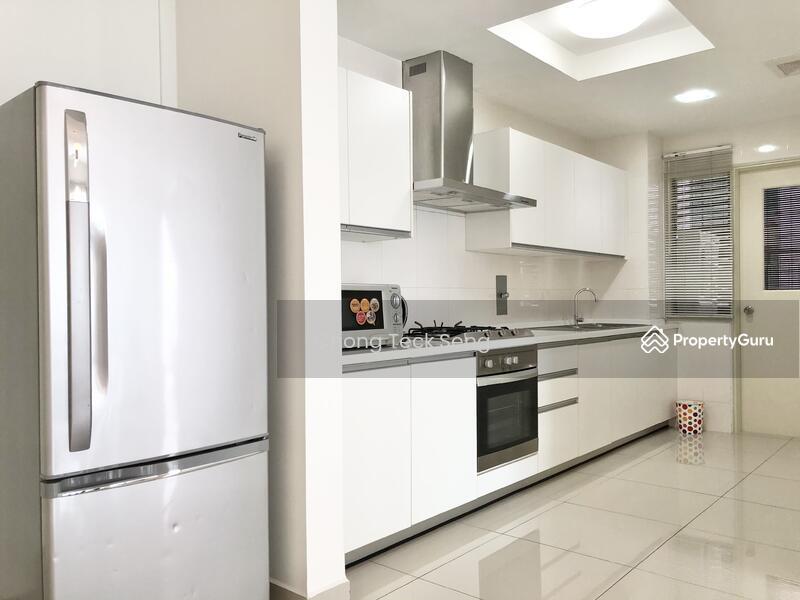 Solaris Dutamas Designer Suites #162457684