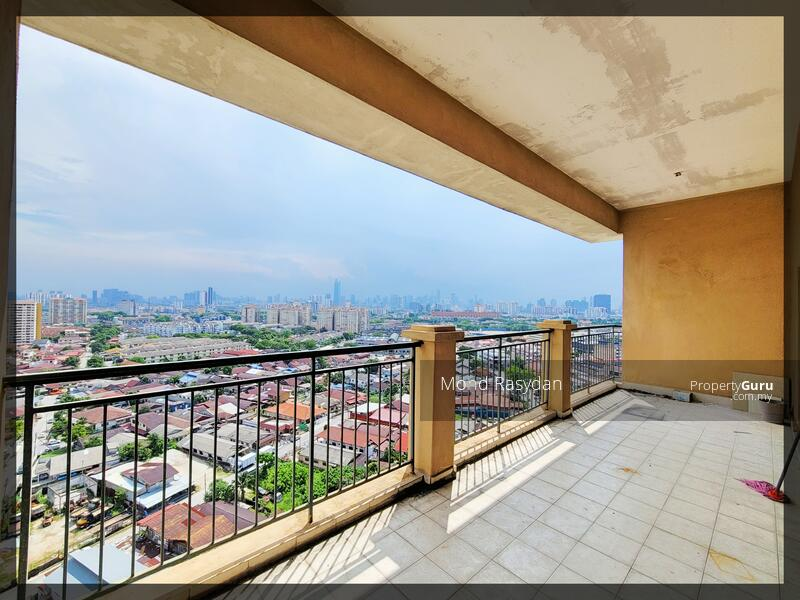 Spacious balcony facing KLCC. The owner used to hold a BBQ party here