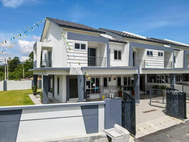 2 Storey Terrace House 5 bedrooms, gated & guarded in pengkalan Station 18 #162910406