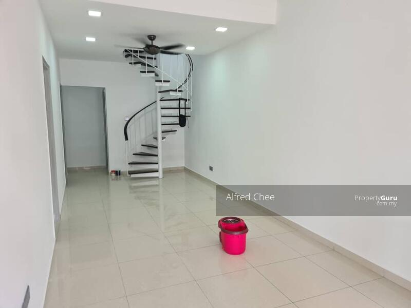 For Rent - 1.5 Storey Terrace House @ Taman Molek #163043334