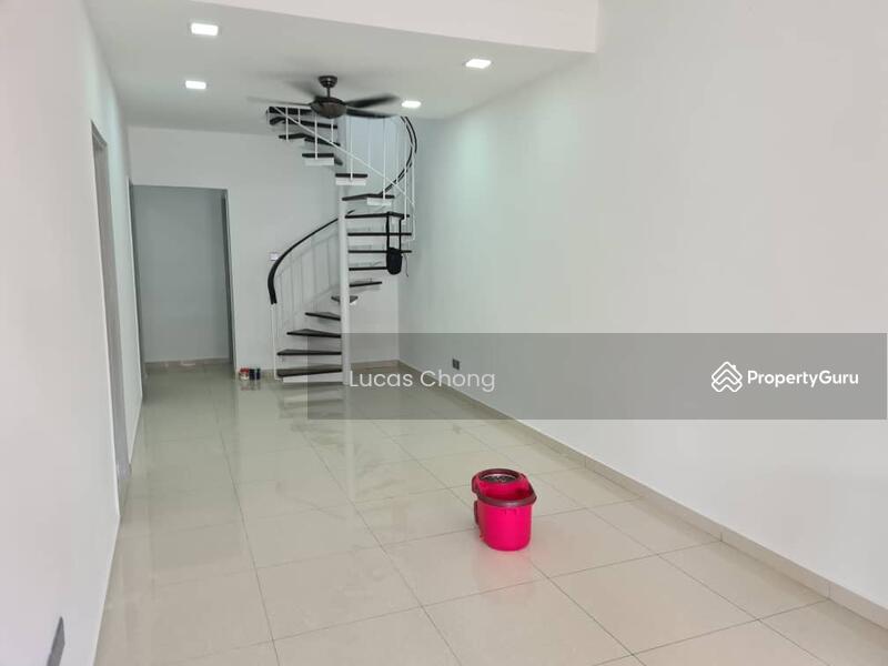 For Rent - 1.5 Storey Terrace House @ Taman Molek #163043328