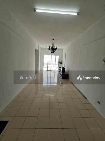 Puncak Desa Apartment #163777864