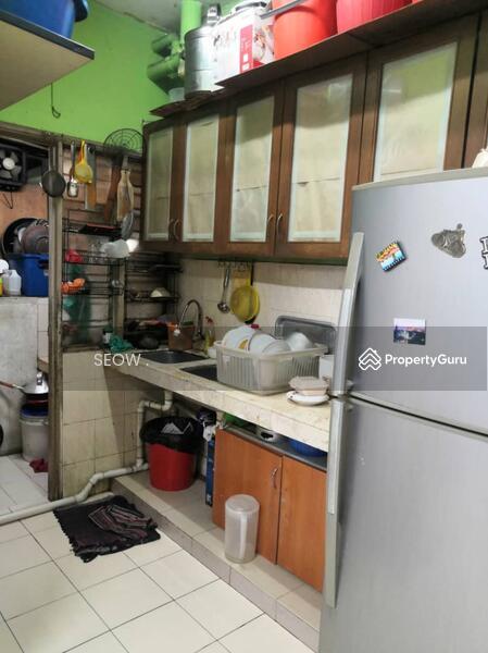 Puncak Desa Apartment #163976864