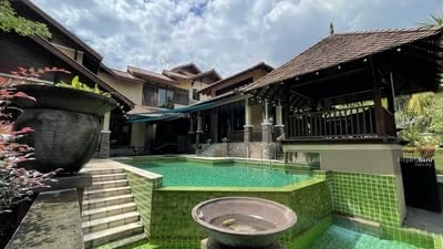 For Sale - Corner Lot 2 Storey Bungalow @ Seksyen 7, Shah Alam