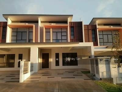 For Sale - Shah Alam ! !! FAST CALL NOW ! ! ! 20x85 Freehold 0%Dowpayment Terrace House