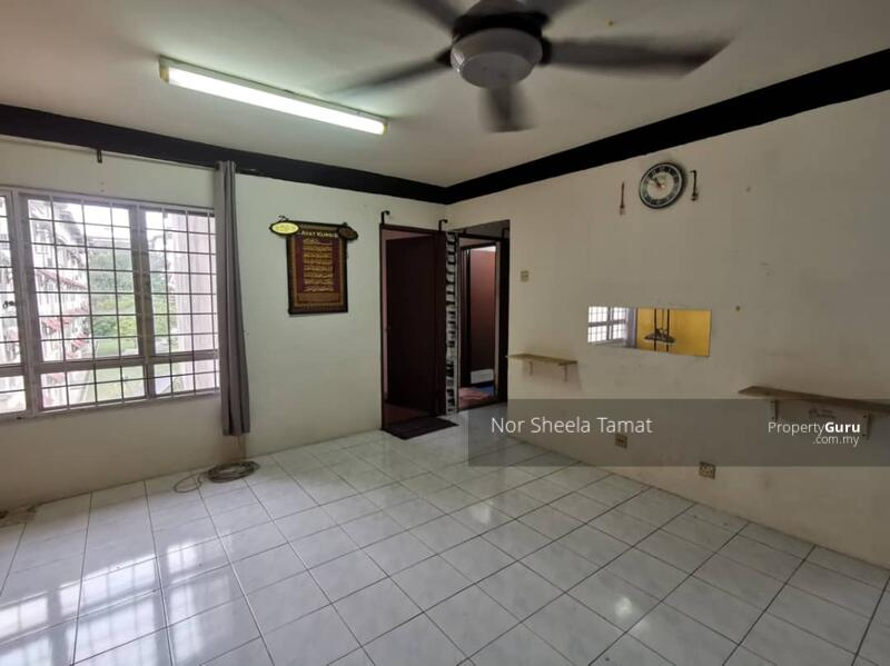 Apartment Bayu Damansara Damai _ Level 2, Built in Kitchen Cabinet #165281706