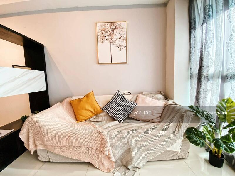 [ Tourist Hotspot! ] 288K Condo Surrounding Malls And WALK TO MRT // BEST For AIRBNB! #166933720