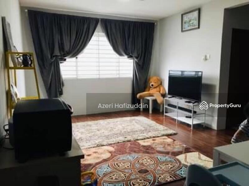 Apartment Desa Melayu #168080676