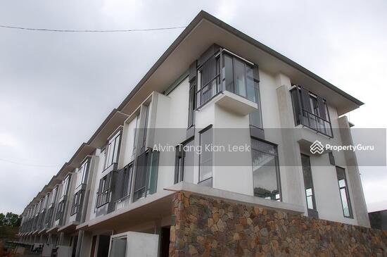 Brand new 3 storey terrace house garden manor sierramas for 3 storey terrace house for sale