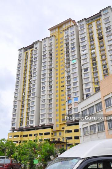 Casa Prima Condominium  400